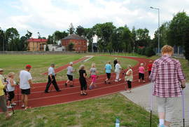 Działania sportowo-rekreacyjne dla seniorów Gminy Bystrzyca Kłodzka - stadion sportowy