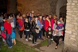 Nocne zwiedzanie miasta, wejście do podziemi przy ul. Kupieckiej