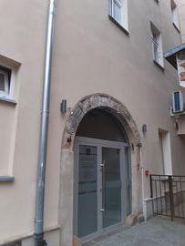 Wejście do lokalu Centrum Informacji Turystycznej od Małego Rynku
