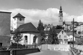 Widok z ul. Kolejowej, kościół św. Jana Nepomucena, fot. Tadeusz Scelina (ok. 1950 r.)