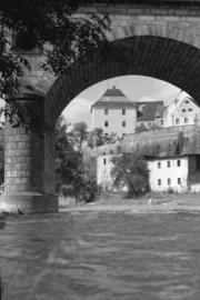 Wiadukt kolejowy, w tle Wójtostwo, fot. Tadeusz Scelina (1950 r.)
